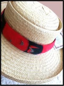 Hat border lei